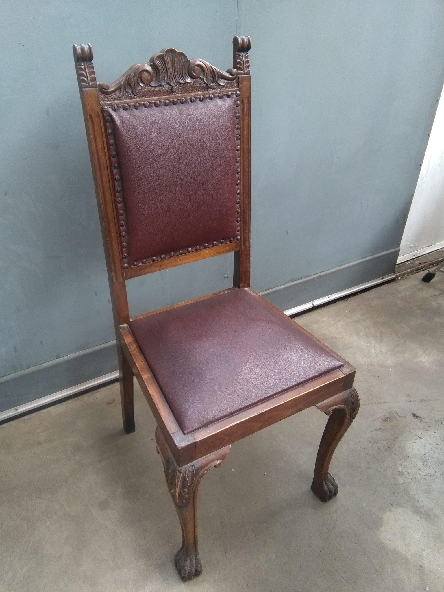 Sedia in legno intagliato e pelle   Si Può Fare