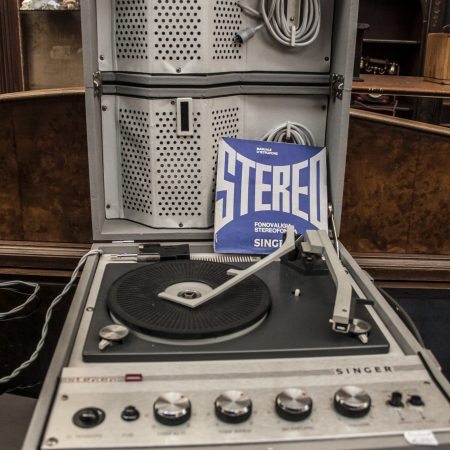Fonovaligia stereofonica singer
