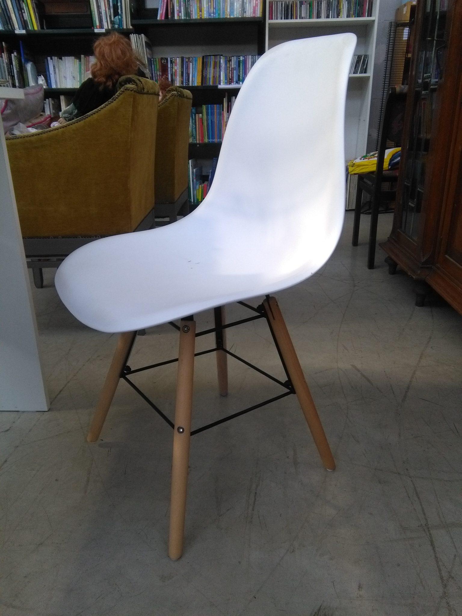 Sedia bianca design moderno si pu fare for Sedia design bianca