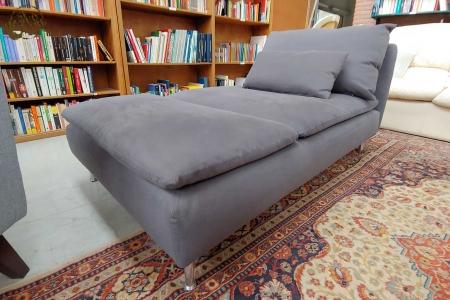 Chaise longue grigia