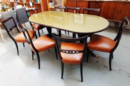 Tavolo con sedie in legno laccato lucido