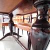 Particolare gambe Tavolo in legno laccato lucido