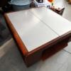 Tavolino con piano chiuso