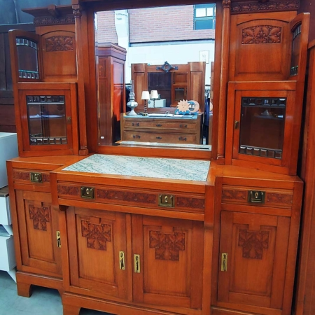 Mobile-in-legno-intarsiato