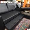 particolare divano con penisola